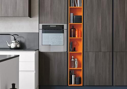 Кухня с ярким оранжевым акцентом