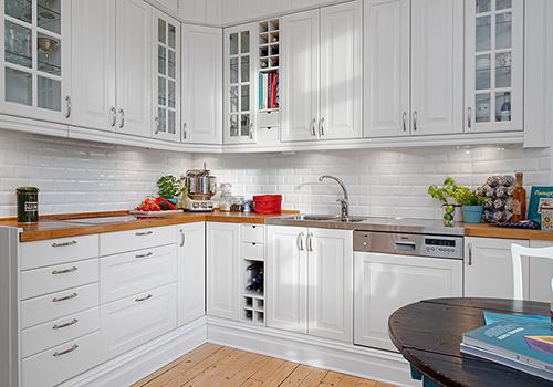 Белоснежная кухня в классическом стиле