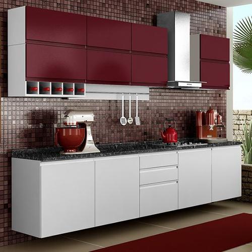 Бело-бордовая кухня в стиле минимализма с интегрированными ручками