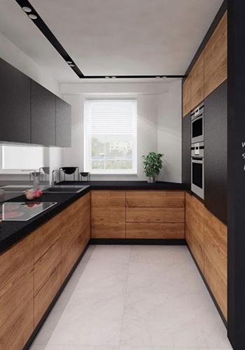 Стильная тёмная кухня с акцентами дерева