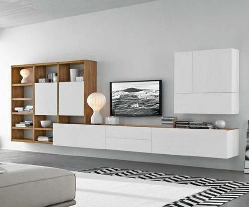 Многофункциональная ТВ-зона в сочетании белого со светлым древесным рисунком