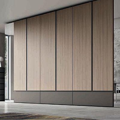 Современный встроенный шкаф необычной геометрии