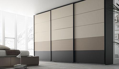 Шкаф с пастельной палитрой оттенков на фасадах