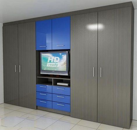 Распашной шкаф с серыми фасадами и нишей под телевизор