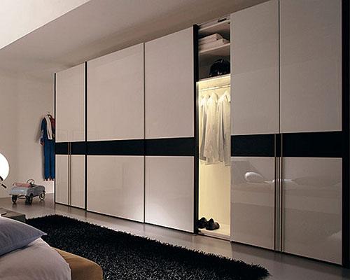 Ультрасовременный шкаф с комбинацией дверей и внутренней подсветкой